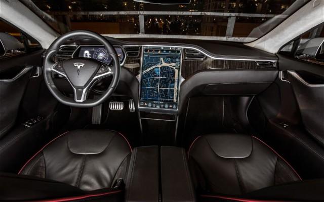 Tesla-Model-S-dash-640x400